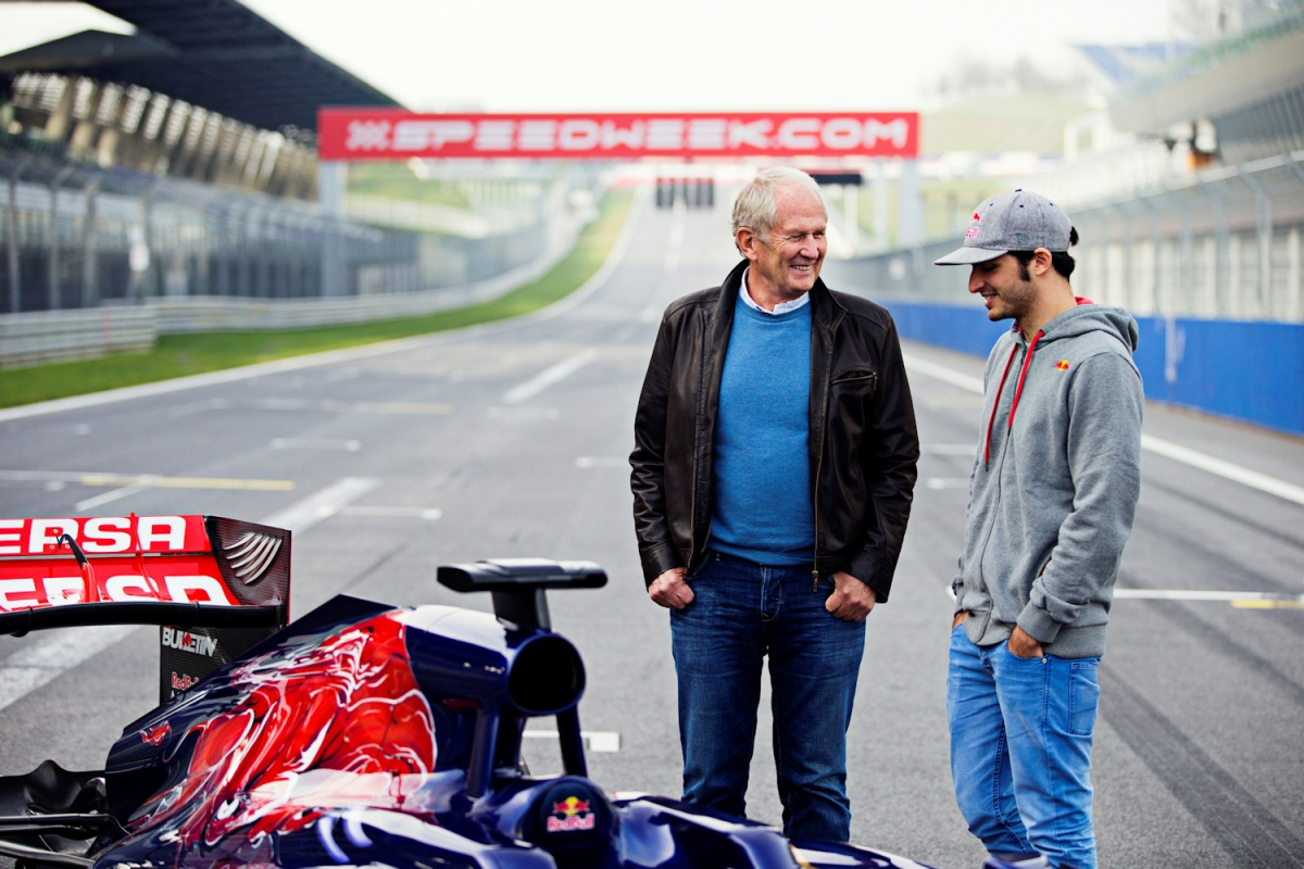 Carlos Sainz i Helmut Marko / © Getty Images / Red Bull Content Pool