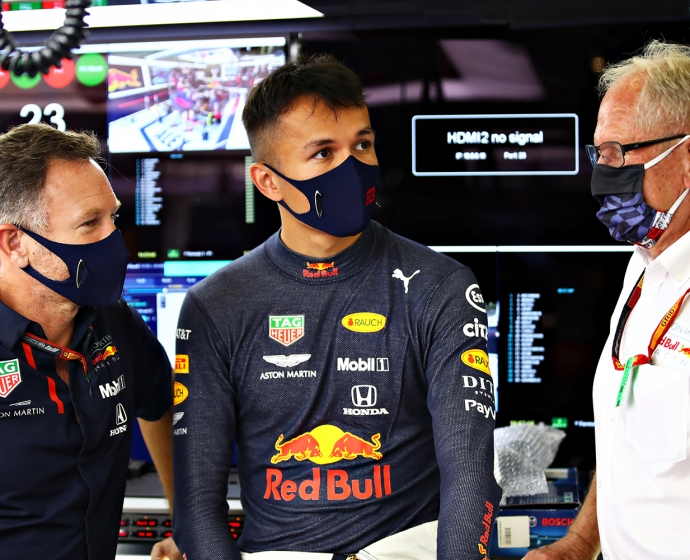 Christian Horner, Alex albon i Helmut Marko - Aston Martin Red Bull Racing /  © Getty Images / Red Bull Content Pool